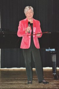 Frau Marianne Plempel hat das Stipendium im Gedenken an ihren Gatten, Dr. Manfred Plempel, ins Leben gerufen.