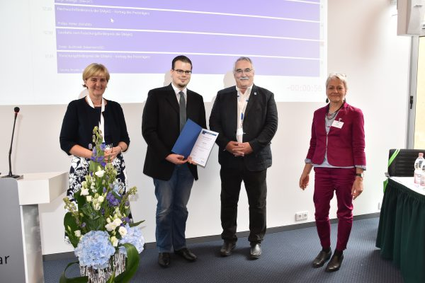 v.l.n.r. Professor Birgit Willinger, stellv. Vorsitzender Der DMykG, Dr. Philipp Köhler, Professor Dieter Buchheidt, Vorsitzender der DMykG, Dr. Barbara Gerlach (MSD)