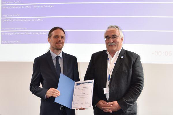 Foto (ghw): Dr. rer. nat Sascha Brunke (li.), Professor Dieter Buchheidt, Vorsitzender der DMykG (re.)